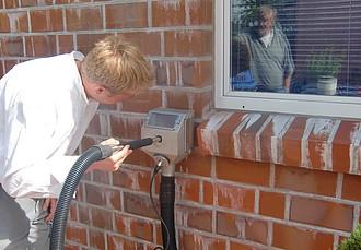 salpeter-entfernen-mit-der-reinigungsmaschine-tornado-acs-e2
